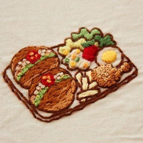 ロールサンドのワンプレートランチ . #刺繍#手刺繍#ステッチ#手芸#embroidery#stitching#자수#broderie#bordado#вишивка#ロールパン#ロールサンド#ワンプレート