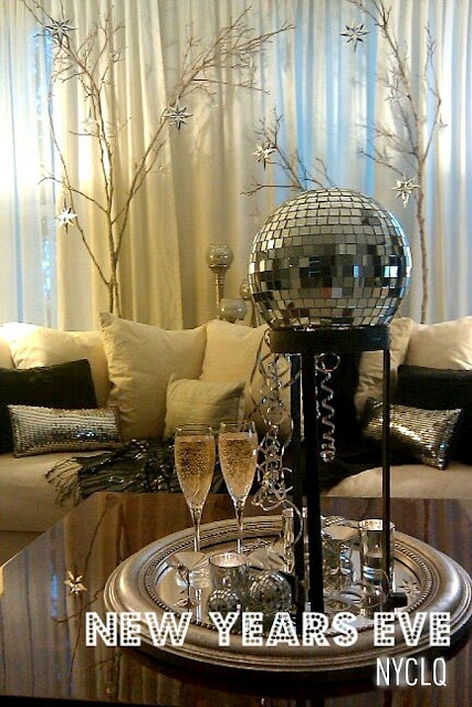 ::: FOCAL POINT :::: New Years Eve Tablestyling: Silver Black & Gold by Lynda Quintero-Davids