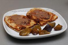 Inspirace z mého stolu: Ovesné vafle s makadamovou pomazánkou a švestkami