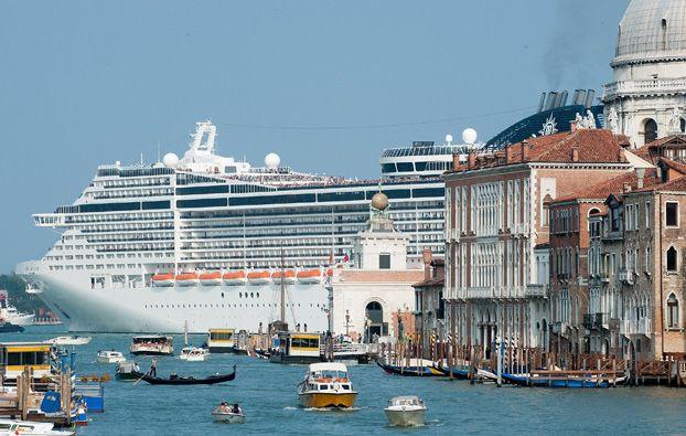 Internazionale » Stop alle navi da crociera a Venezia