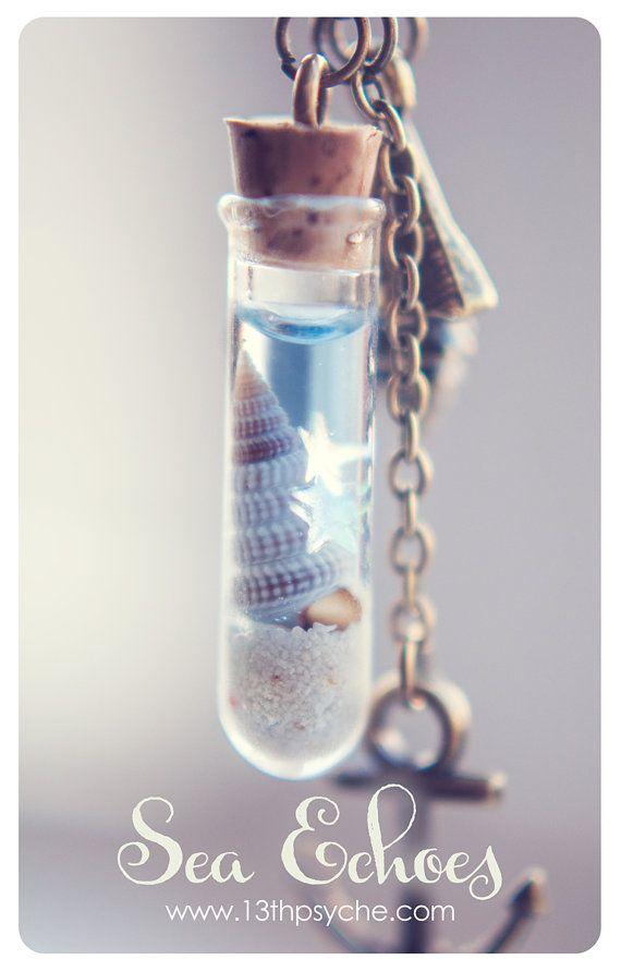 Collar del colgante de la botella de vidrio. Cáscara por 13thPsyche                                                                                                                                                     Más
