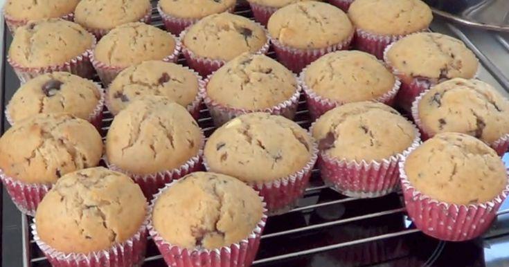 De her muffins er simpelthen så lækre at man skulle tro at det var løgn! Der burde indføres en lov om at alle skal bage dem mindst en gang ...