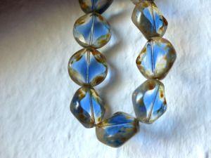 Tolle Perlen, die man für Ohrringe verwenden könnte.