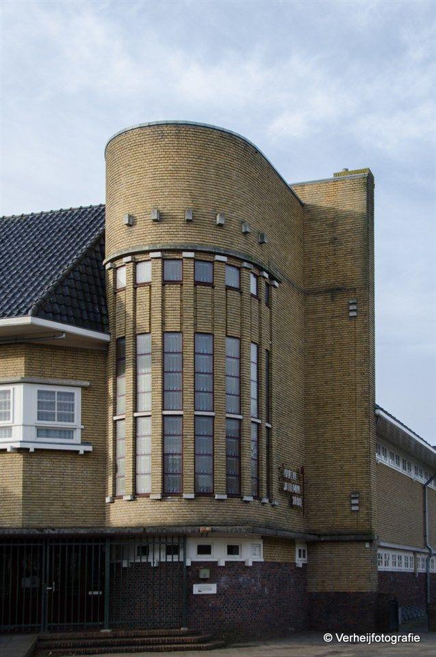 De Marie Louiseschool in Leeuwarden, het mooiste gebouw wat Reinalda heeft ontworpen