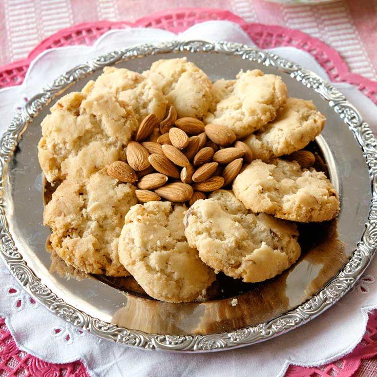 Klassiska drömmar på nytt sätt. Fyll en kakburk med ljuvligt goda mandeldrömmar. När du är sugen på något sött är det bara att nalla från din egna lilla kakgömma.
