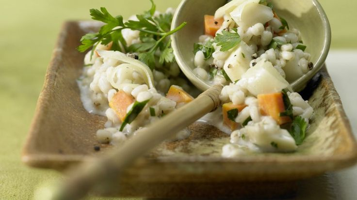 Zarte Körnchen, frisches Gemüse und würziger Käse: Graupenrisotto mit Gemüse und Käse | http://eatsmarter.de/rezepte/graupenrisotto