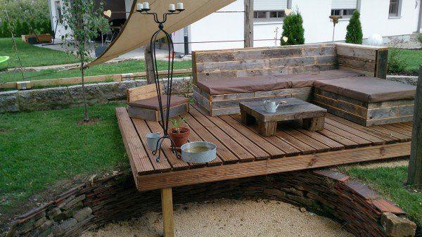 Pallet deck lounge area pallet ideas gardens garden for Garden decking from pallets