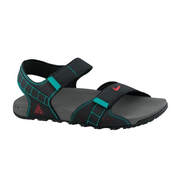 Sepatu Sendal Nike Rayong 2 395728-063 dilengkapi dengan sol karet yang akan membuat anda nyaman dan rileks sepanjang hari dengan memakainya. Sendal dengan harga Rp 679.000.