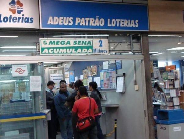 "lottery shop called ""farewell, boss"", in sao paulo metro (barra funda station)"
