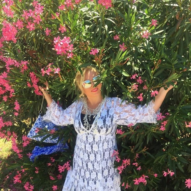 217 отметок «Нравится», 3 комментариев — Olga Stella (@olgastellas) в Instagram: «красивый олеандр 🔆#fashionolgastella #olgastella #italia #italy #oleandro #селфи #бьютиманьяк…»
