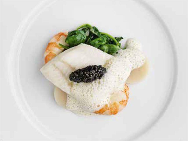 Slätvarsfilé med musslor, jätteräkor och vitvinssås | Recept från Köket.se