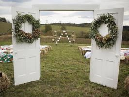 The Big I Do : Plan Your DIY Wedding. Lots of great ideas!  http://www.diynetwork.com/topics/weddings/index.html