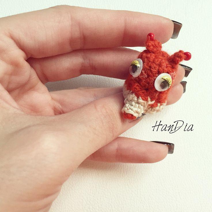 Degetele crosetate pentru joaca  Crocheted fingers for playing #fingers #fingerpuppets #puppets #letsplay #ideecadou #crosetate #pentrucopii #forkids #crochet #crocheted #funny #small #handmade #handiamade #degetele #fox #crochetedfox
