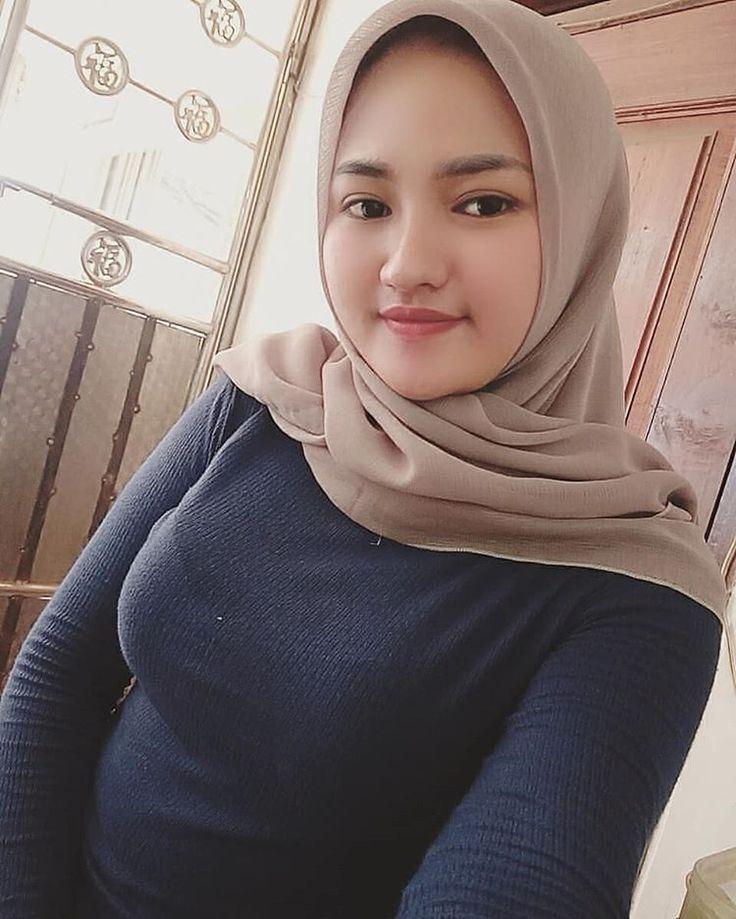 Ukhti cantik di 2020   Hijab chic, Model pakaian, Wanita