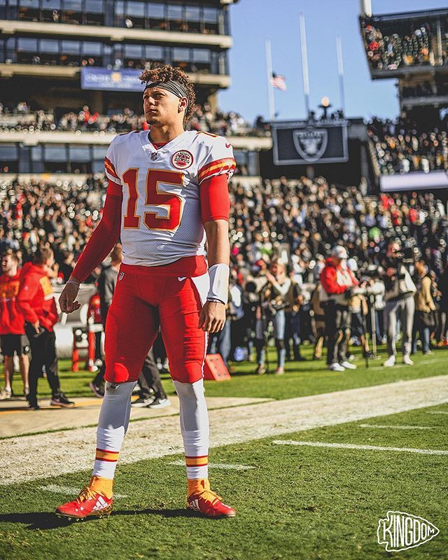 Patrick Mahomes Became The Fastest Player In Nfl History To Pass For 4 000 Yards Oh And Got Hi Kansas City Chiefs Football Kansas City Nfl Kc Chiefs Football