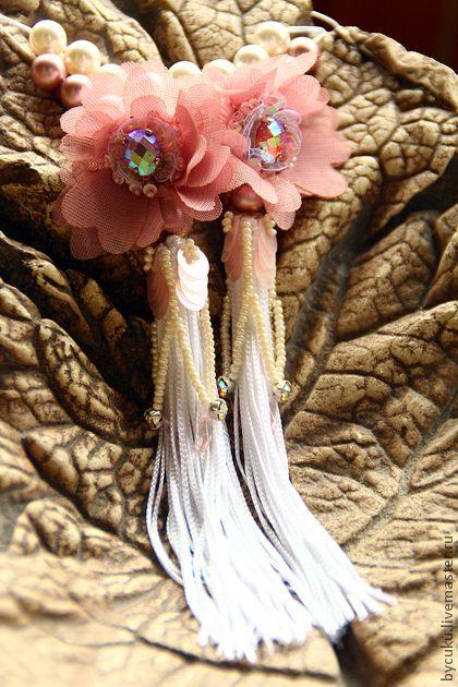 Серьги `Принцесса`. Нежные серьги-цветы для Самой Нежной и Красивой Принцессы. В работе - текстильные цветы, розовый жемчуг Сваровски, пайетки, пришивные стразы, чешский бисер, итальянская бахрома. Кисти вышиты чешским бисером, пайетками,…
