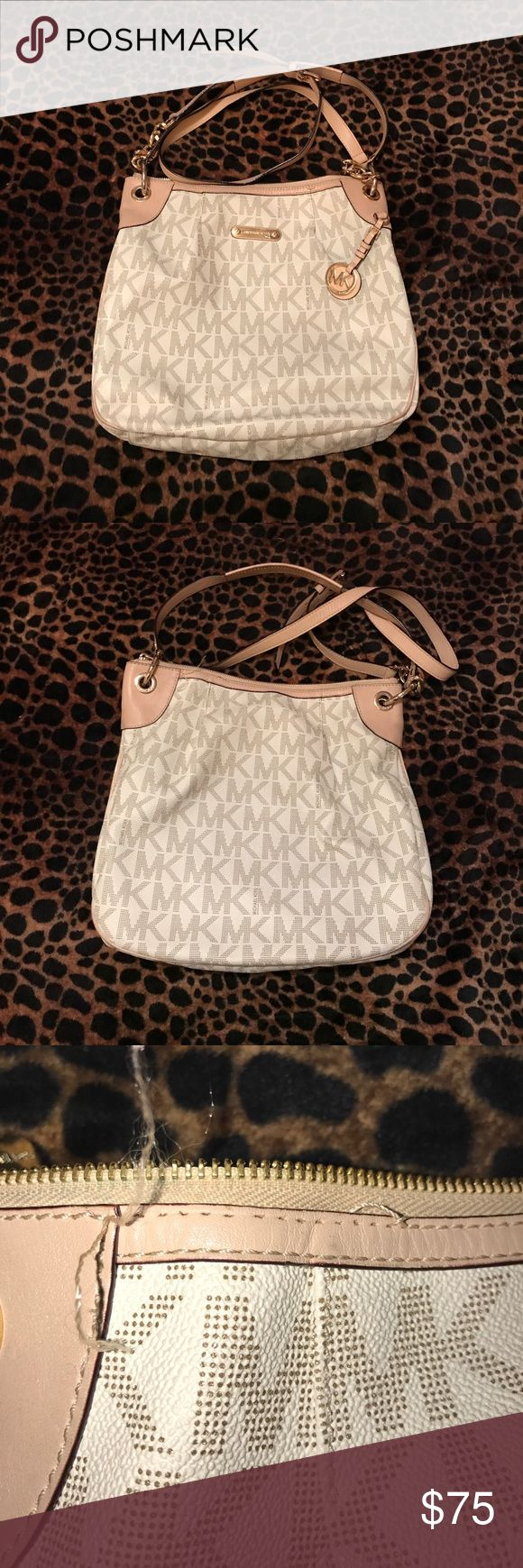 🌺🌹beautiful Micheal Kors bag🌹🌺🌹 This is A beautiful Michael Kors bag. Threading is loose around the zipper part as seen in the pics. Has a few little ink stains on the interior as seen in the pics. The straps are great. All around good bag. Michael Kors Bags Shoulder Bags