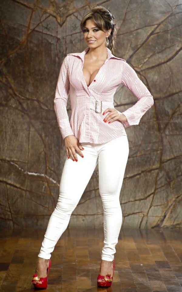 Latina milf plaid hot shorts