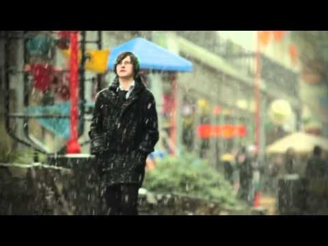 In winter 2011 it snowed in places that haven't seen snow in decades.  This clip is from Wellington, the capital of New Zealand.  ♥