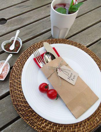 sencillo; papel craft y etiqueta xa cubiertos y servilleta by Holamamá