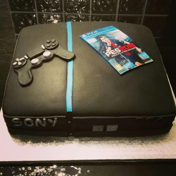 Tarta fondant PlayStation, con bizcocho de lima y buttercream de chocolate blanco y lima.
