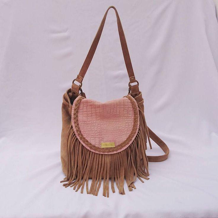 Cuero gamuzado beige y rosa herrajes bronce.  Asomate a la tienda http://ift.tt/2er7fAW  #leatherbags #lumiere #modafemenina #itgirlstyle #it #tendencias #accesorios #carteras #verano2017 #instamoda #ideaslook #bags #fashionblogger #fashionbag  #onlineshop #modaargentina #argentina #onlinemarketing