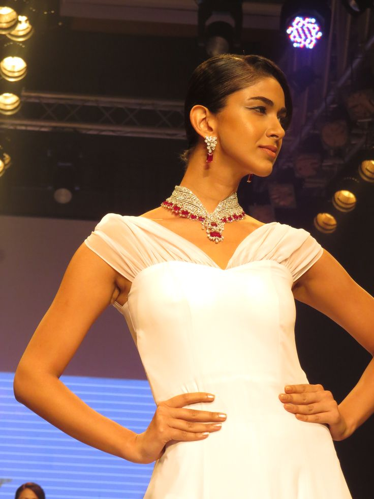 Launch of the modular bridal jewellery.