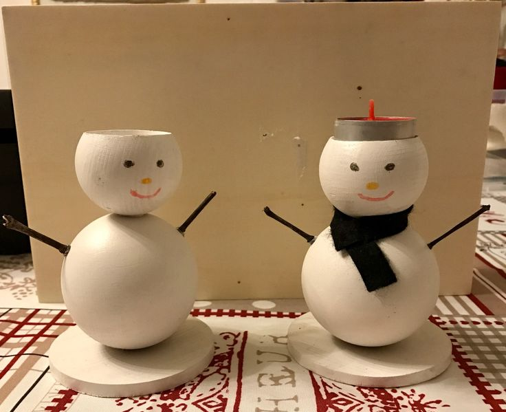 Pupazzi di neve in legno con portacandele