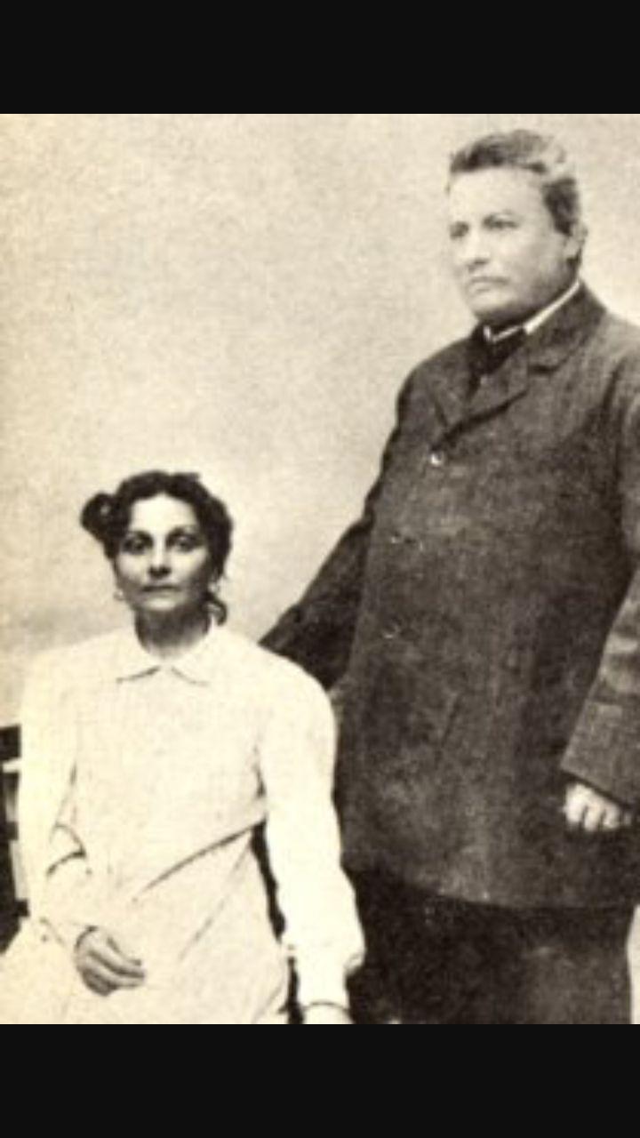 Questi sono i genitori del Pascoli, Ruggero Pascoli,tragicamente ucciso, e Caterina Allocatelli Vincenzi.