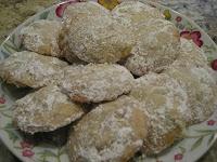 Ghurabia, masitas de manteca y nuez con azúcar impalpable, una delicia. TheArmenianKitchen.com - Todo acerca de la comida armenia