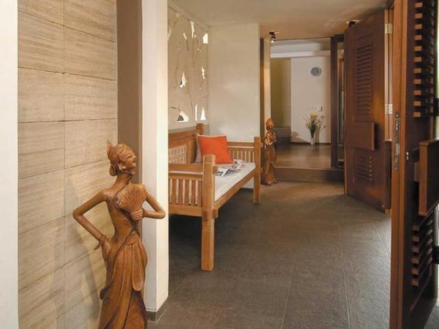 Lovely Foyer!