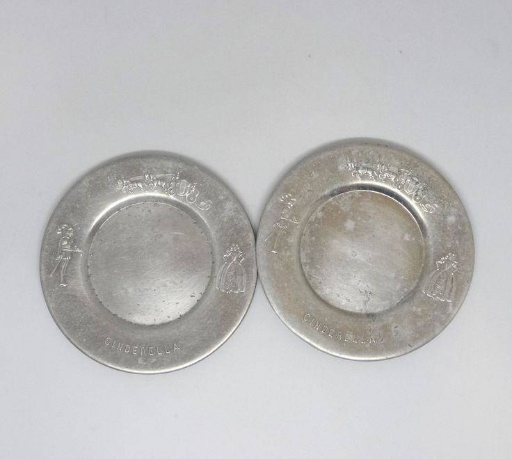 1940s Pair Of Cinderella Embossed Aluminum Toy Dishes 2 Plates Fairy Tale Dishes Child S Pretend Kitchen Play M In 2020 Pretend Kitchen Vintage Dishes Boopie Glass