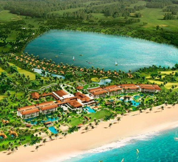 Отель Shangri-La's Hambantota Resort & Spa расположен в местечке Хамбантота, в 200 км от Коломбо. С территории отеля Shangri-La's Hambantota Resort & Spa открывается прекрасный вид на побережье. Гостям могут воспользоваться 18-луночным полем для гольфа, спа-салоном, фитнес-центром, дайвинг-центром, бассейном, теннисным кортом.  Спа-салон является местном уединения и комфорта. Здесь проводятся китайские и аюрведические процедуры. #travel #hotels #путешествия #океан