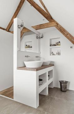 jolie salle de bain de style rustique, amenagement sous combles