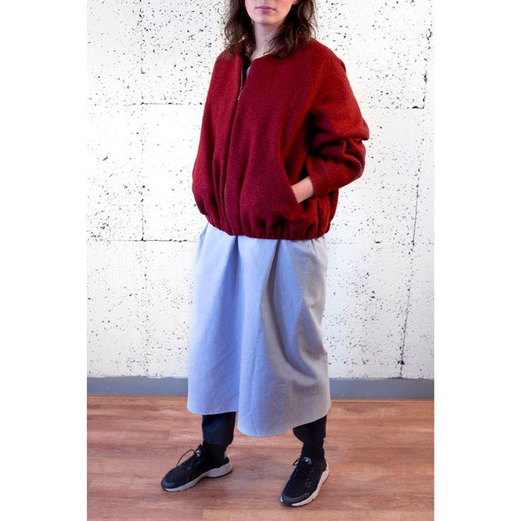 Puffy bomberjacket met raglanmouwen, elastiek in de zoom, een rits, voorzakken en katoenen voering. #jacket #damesmode