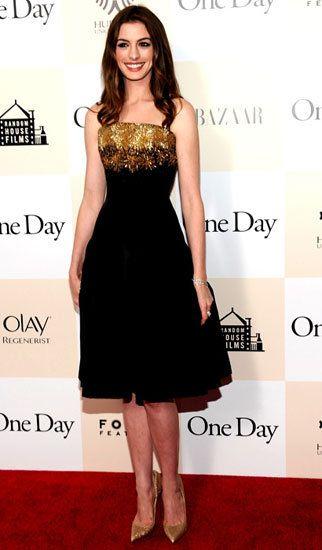 Anne Hathaway is wearing a great dress!