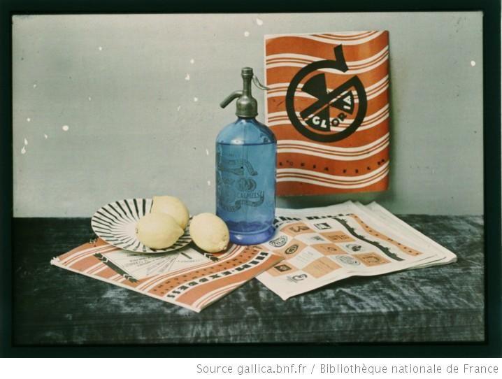 Composition FTW  [Nature morte, citrons, revues et siphon] : [photographie] / Emmanuel Sougez - 1926-1928
