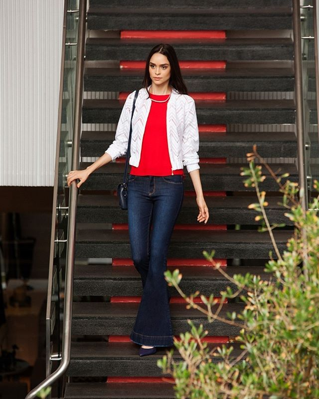 O tempo chuvoso pede produções práticas e atemporais. O coordenado Jeans+Bomber atende às demandas da rotina e, além de super confortável, é super fashion! 😍✨ #avanzzo #casualmonday #casual #comfy #pratodahora #rotina #basico #elegante #modabrasilia #moda #fashion #jeans #denim #dica #dicafashion #instafashion #instamoda #style #instastyle #look #produção #modamulher #brasilia #fresh #verão #getthelook #outdoors #summer #lunch #altoverao