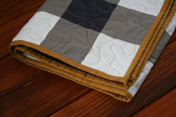 This pattern will bring you through the process of making a gingham quilt from solid squares. Its a great beginner quilt and gives the fabric requirements for 4 sizes! (Baby, Crib, Twin and Queen).