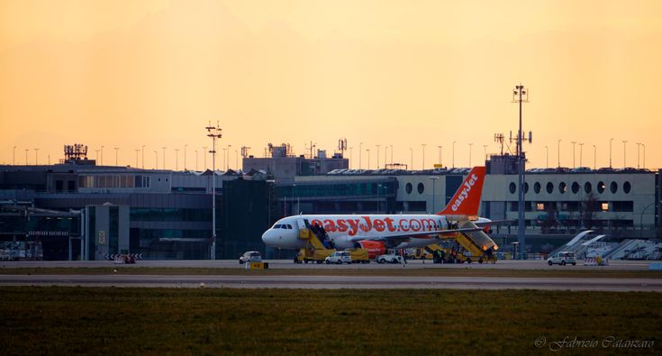 easyJet Airbus A319 at Turin airport (Italy) | Compagnie ...