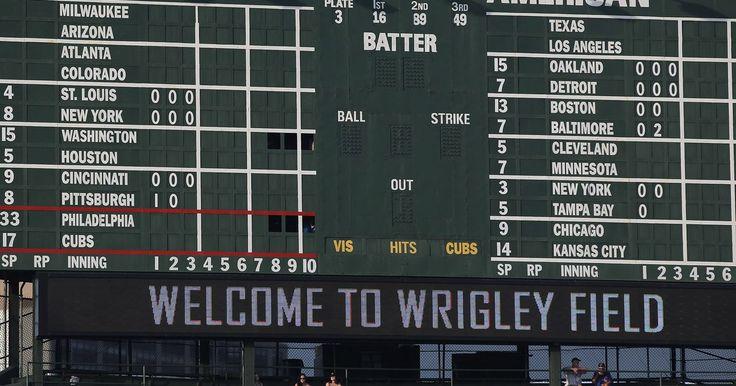 Cómo leer el marcador de la Liga Mayor de Béisbol. Los fanáticos de Liga Mayor de Béisbol (en inglés, MLB) pueden seguir los juegos a los que asisten revisando periódicamente el marcador de carreras, golpes y errores del estadio. Estos tableros también se caracterizan por ofrecer una línea de puntuación, lo que muestra la producción de carreras de los dos equipos por cada entrada - y permite a los ...