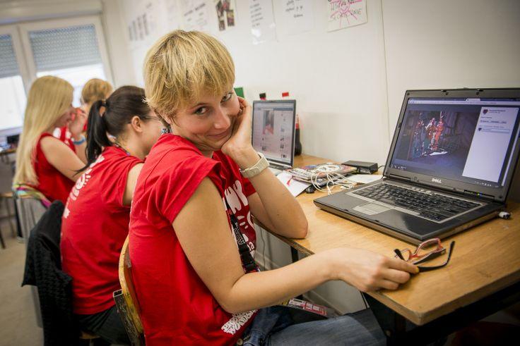 """A to  Marta z naszej grupy """"Media"""", która podczas Woodstocku zajmuje się Twitterem i Google+. Fot. Łukasz Widziszowski"""