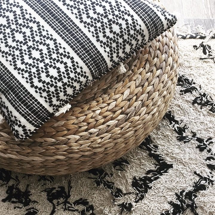 les 25 meilleures id es de la cat gorie coussin berbere sur pinterest un tapis tapis motifs. Black Bedroom Furniture Sets. Home Design Ideas
