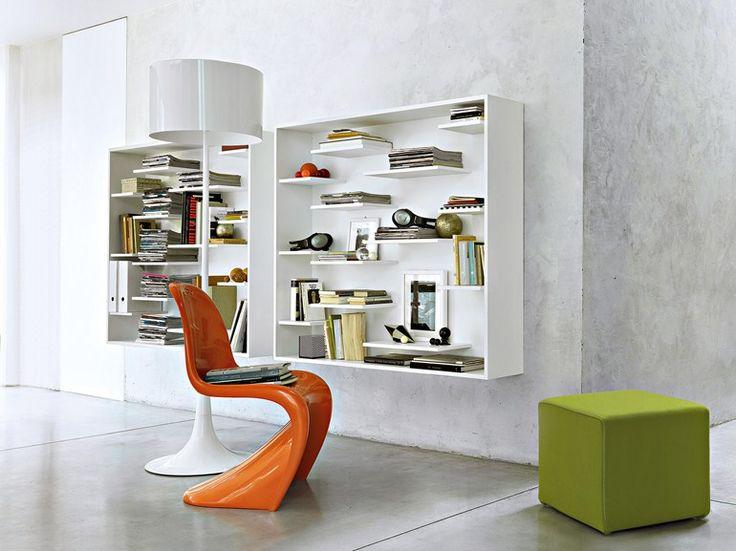 Librería de pared lacada suspendida de madera SHIFT by Lema diseño Nendo