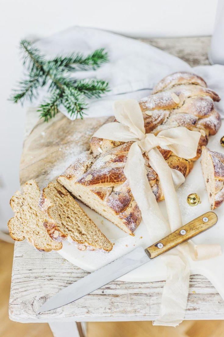 K Vánocům jistě neodmyslitelně patří Vánočka. Krásně do zlatova upečená a voňavá, posypaná cukrem, s rozinkami, nebo mandlemi. Kdo by ji nemiloval. Zkuste si letos upéct její zdravější variantu z celozrnné špaldové mouky, uvidíte jak vám bude chutnat.