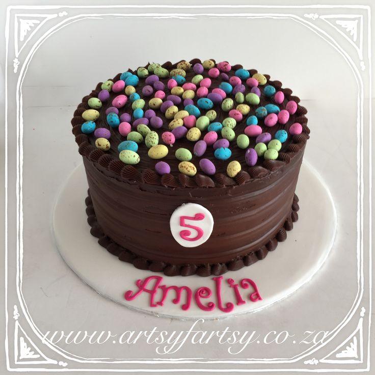 Chocolate Ganache Piñata Cake with Woolworths Speckled Eggs #chocolateganachecake #woolworthsspeckledeggs #speckledeggs #pinatacake