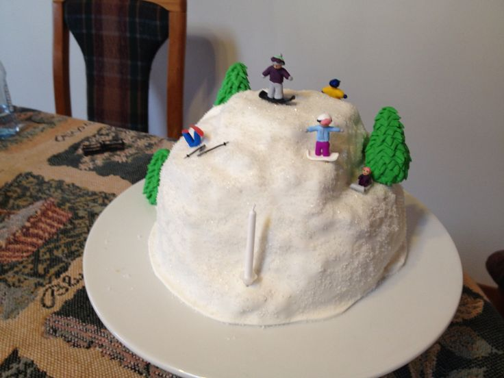 Mountain cake with snowboarders