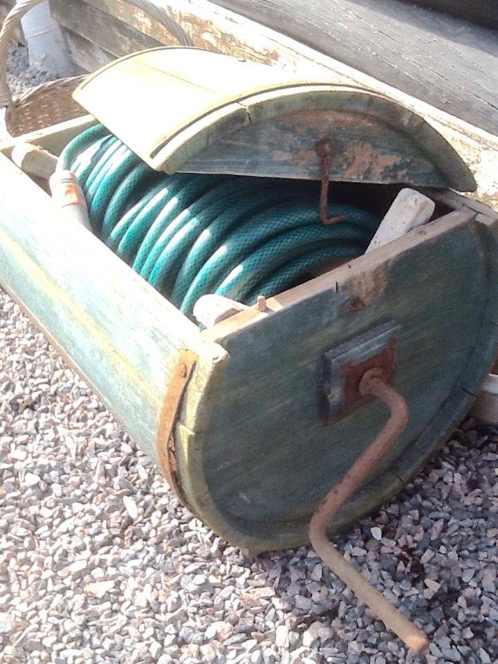 Vattenslangsförvaring by Cecilia Westerberg. Gammal tvättmaskin fick ny funktion. Bara att veva in när man är klar! Gardenhose, old washing machine