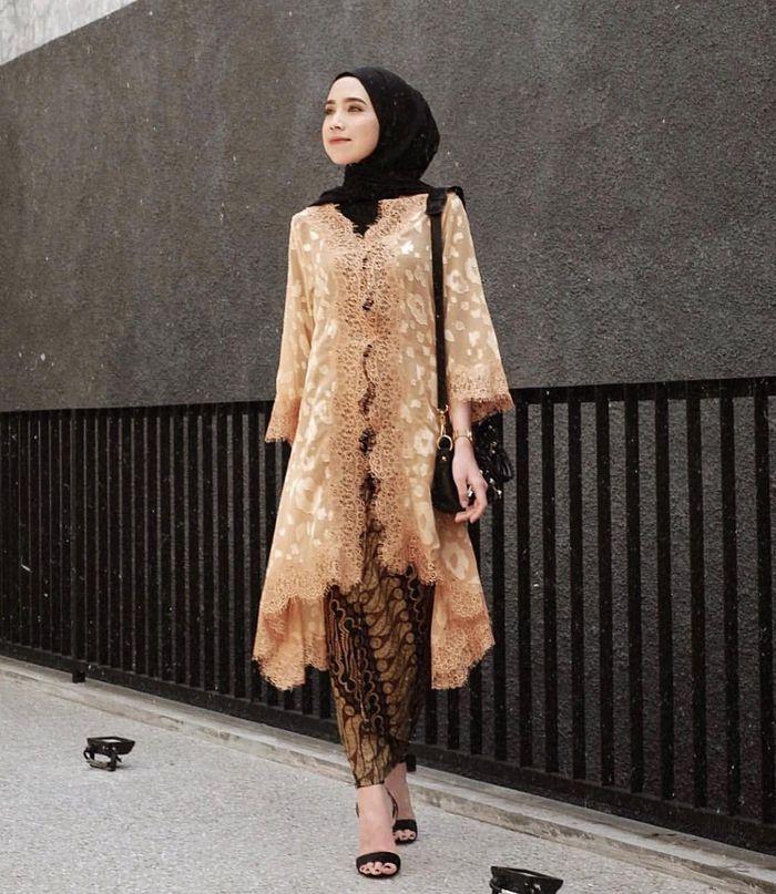 Tutorial Hijab Pashmina Kebaya Di 2020 Dengan Gambar Pakaian
