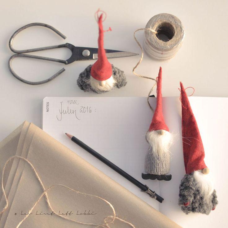 Ja, det er mulig noen får hikke nå altså… JUL nå igjen, nei makan…! Hold pusten et øyeblikk og kvel den hikken, – for dette er noe jeg gjør i forbindelse med nedpakkingen av julen og det fører til at neste juls oppakning og forberedelser blir pittelitt lettere 🙂 Før jeg pakker ned noe som...Continue